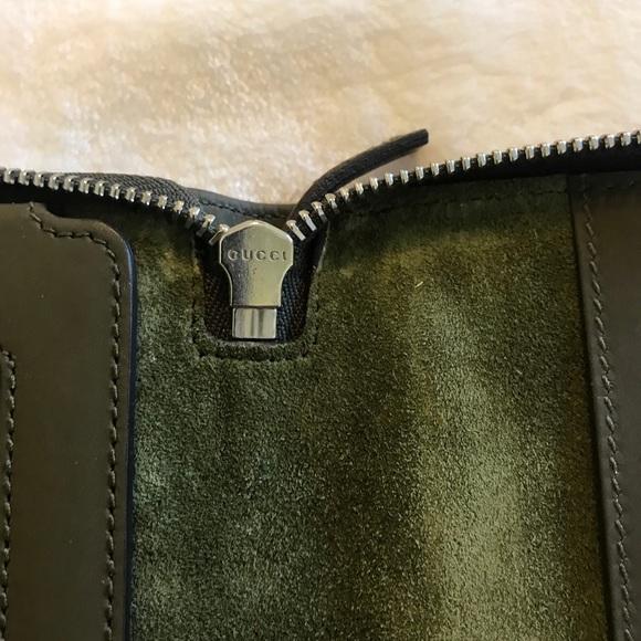 0c6fba68ddf Gucci Green Guccissima Zip iPad Case. Gucci. M 5bbbb104c2e9fe05161a0609.  M 5bbbb105534ef9882398cb25. M 5bbbb107035cf10c2fbfb4b0.  M 5bbbb10a4ab633811cd0ff81